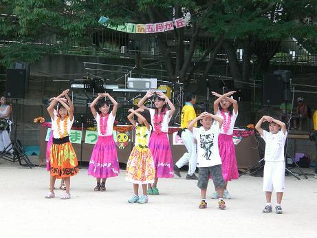 8月夏祭りフラ1.JPG