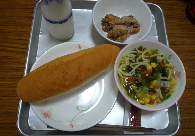 木曜日の給食 木曜日の給食は、わかめラーメン と アドボ 、 いちごジャム です...  新みど