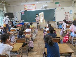 6月17日図書読み聞かせ.jpg