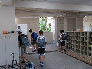 8月18日3~5年生登校開始.jpg