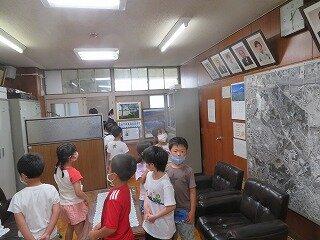 6月24日1年生学校探検.jpg