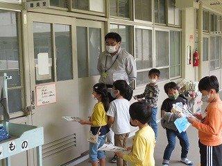 5月10日1年 学校探検 (1).jpg