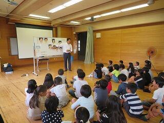 10月11日2・3・4年生人権教室.jpg